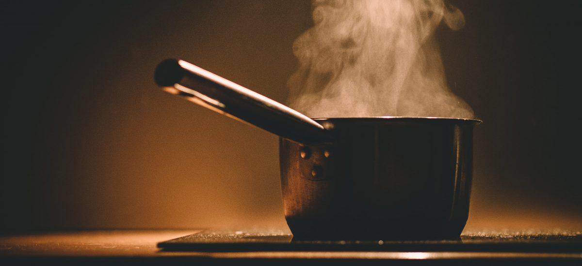 La cuisine à travers les âges, de la préhistoire à nos jours.